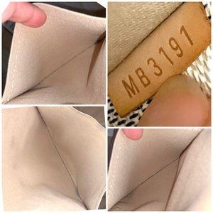 Louis Vuitton Bags - Louis Vuitton Totally MM Damier Azur Shoulder Bag